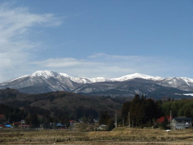 2月の安達太良山と田んぼ