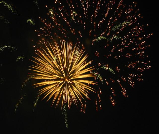2008、村の花火.10