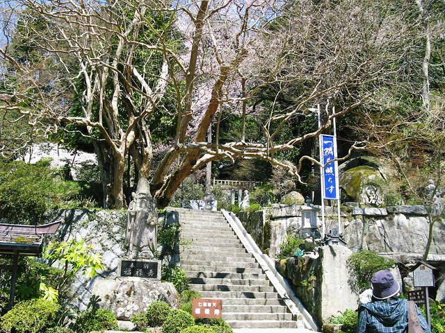 岩角山の石段